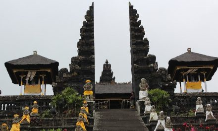The Balinese temple: spiritual architecture of the sacred space